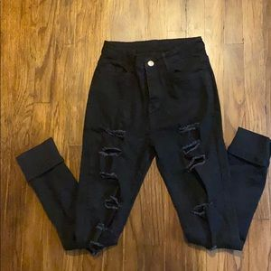 Black distressed pants